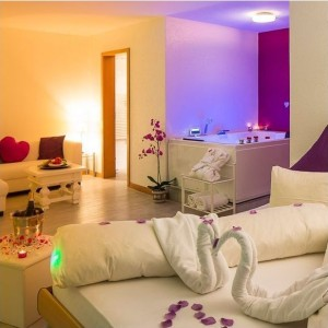 love-room-purple-avec-jacuzzi-balcon